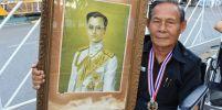 อดีตนักวิ่งมาราธอน 800 เหรียญรางวัล นำพระบรมฉายาลักษณ์ ในหลวง ร. 9 มากราบถวายสักการะ พระบรมศพ
