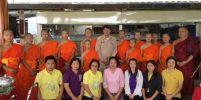พระเอกพล นำทีมหมูป่ามอบเงินช่วยเหลือผู้ประสบภัยลาว