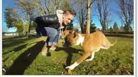 ใครท้อแท้กับชีวิต ลองดู!!!น้องหมามีขาแค่สองขา แต่ยังใช้ชีวิตอยู่ได้
