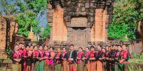 สระกำแพงใหญ่ ชวนนุ่งผ้าไทย ใส่บาตรวัฒนธรรม น้อมนำวิถีพอเพียง
