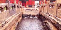 """ชาวเน็ตทึ่ง! ภูมิปัญญาการก่อสร้างเรือนแบบจีนโบราณช่วย """"พระราชวังต้องห้าม"""" รอดน้ำท่วมใหญ่"""