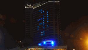 """โรงแรมดังย่านพัทยาเปิดไฟ """"สู้!"""" ให้กำลังใจคนไทยสู้กับ COVID-19 รอบ2"""