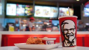 'KFC' สิงคโปร์ เตรียมเลิกใช้หลอดและฝาพลาสติก เพื่อช่วยรักษาสิ่งแวดล้อม