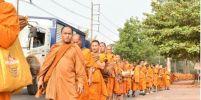 ขบวนพระธุดงค์กว่า 250 รูป เดินเท้ามุ่งหน้างานเทศกาลปูรมีศรีปราจีนครั้งที่ 33