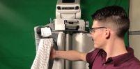 นักวิจัยพัฒนาหุ่นยนต์ช่วยใส่เสื้อผ้า เพื่อผู้ที่ช่วยเหลือตนเองไม่ได้