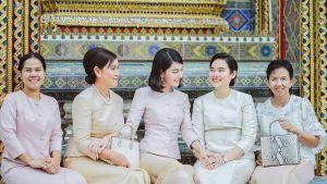 ใหม่ ดาวิกา สวมชุดไทยเข้าวัดทำบุญวันเกิดอายุ 27 ปี