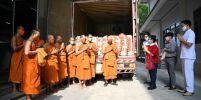 ชมรมรักษ์บวรฯ ปุทมธานี ถวายข้าวสาร 6,500 กิโล พร้อมถุงยังชีพ 500 ชุด แด่คณะสงฆ์