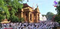ชาวพุทธศรีลังกาพร้อมใจกันแต่งชุดขาวหลั่งไหลเข้าวัดฟังธรรมในเทศกาลวิสาขบูชา