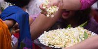 พุทธศาสนิกชน ร่วมตักบาตรดอกไม้ วันอาสาฬหบูชา
