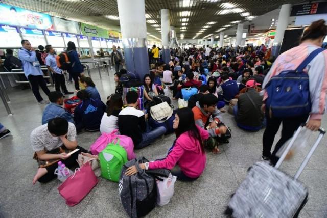 ชมบรรยากาศ ประชาชนเดินทางกลับภูมิลำเนา เทศกาลปีใหม่