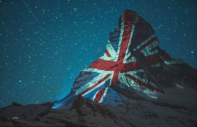 สวิตเซอร์แลนด์ ฉายภาพธงชาติไทยบนยอดเขามัทเทอร์ฮอร์น เป็นกำลังใจสู้ โควิด-19