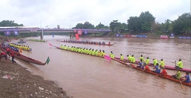 เมืองชาลวันคึกคัก!!.. จัดการแข่งขันเรือยาวงานบุญประจำปี