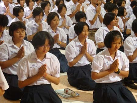 ผลการวิจัยเผยชัด! โดย K. Kijsarun Chanpo การสวดมนต์กับการนั่งสมาธิ มีผลต่างกันหรือไม่ ??