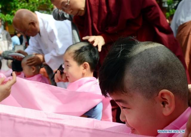 วัดในปูซาน ประเทศเกาหลีใต้ จัดพิธีบรรพชาสามเณรเนื่องในวันวิสาขบูชา
