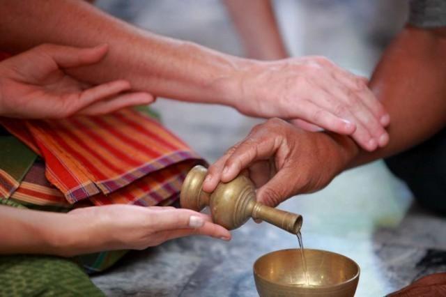 คำอธิษฐานก่อนและหลังใส่บาตร ทำบุญ แบบสั้น ๆ จำง่าย..?