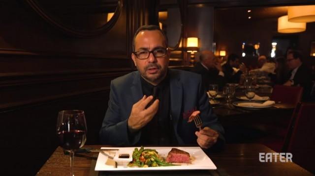 ฝรั่งพาชิม 'สเต๊กวากิว' ที่แพงที่สุดในนิวยอร์ก มูลค่า 11,000 บาท แทบละลายในปากเลย