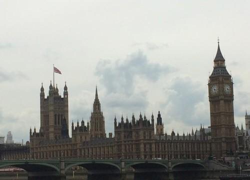 ผลการนับคะแนนเลือกตั้งอังกฤษ พรรคอนุรักษ์นิยมได้ไป 254 ที่นั่ง พรรคแรงงาน ได้ 233 ที่นั่ง