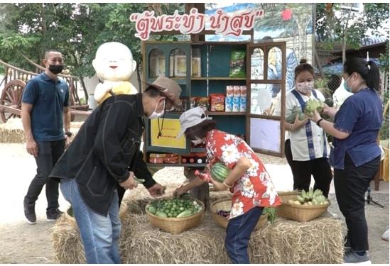 ที่แรกในประเทศ! วัดดังสนองพระดำริสมเด็จสังฆราช จัดตู้พระทำ-ปลูกผักให้หยิบฟรี