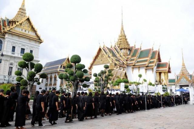 นายกรัฐมนตรีเผยยังไม่กำหนดวันปิดเข้ากราบพระบรมศพ ในหลวง ร.9 ระบุวันหยุดราชการแค่ 26 ต.ค.วันเดียว