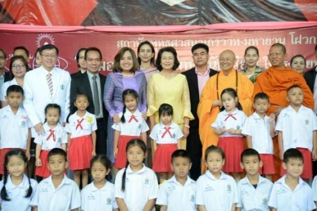 พระพุทธศาสนา เถรวาท–มหายาน ร่วมมอบทุนการศึกษา 500 ทุน 18 โรงเรียน!!!