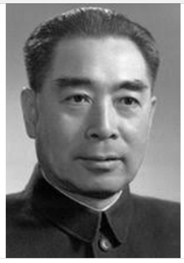 รากของ...คนจีน  ในงานเลี้ยงครั้งหนึ่งที่กรุงปักกิ่งของนายรมต.โจว เอินไหล