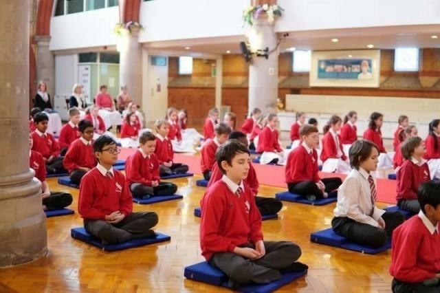 นักเรียนชั้นป.6 ประเทศอังกฤษสนใจเรียนสมาธิและพระพุทธศาสนาอย่างจริงจัง