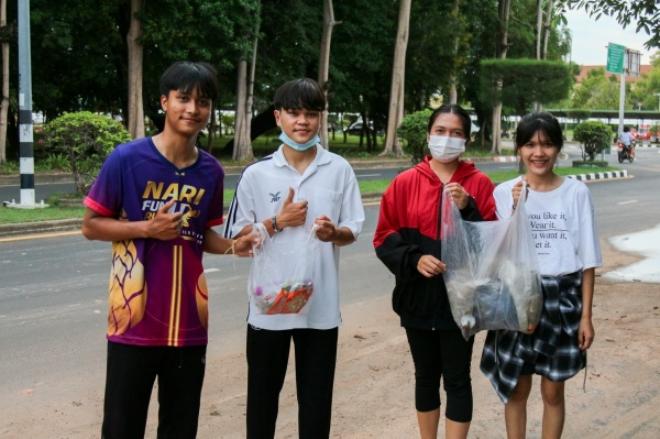 นักศึกษา ม.อุบลฯ ร่วมกิจกรรม Plogging Run วิ่งเก็บขยะวิ่งเทรนด์ใหม่ ใส่ใจสิ่งแวดล้อม