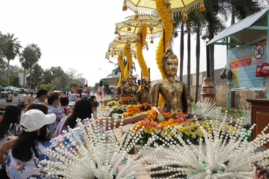 เทศบาลเมืองสุโขทัยธานีประกอบพิธีบวงสรวงพระแม่ย่ามิ่งเมือง เนื่องวันปีใหม่ไทย