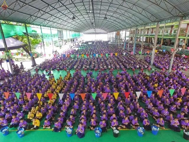 คณะครูนักเรียนรร.ฤทธิยะวรรณาลัย กว่า 4,000 คน ร่วมกิจกรรมเฉลิมพระเกียรติสมเด็จพระเจ้าอยู่หัว