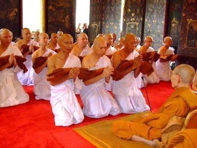 การบวชในพระพุทธศาสนา คืออะไร ? ทำไมต้องเป็นนาคก่อนบวชพระ.