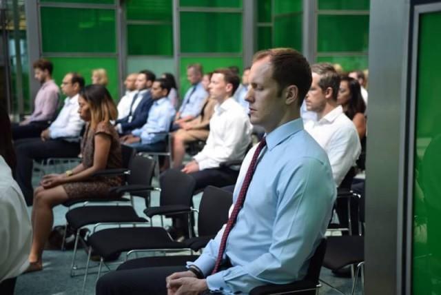 ชาวอังกฤษกว่า 100 ท่าน สนใจฝึกสมาธิตามแนวทางในพระพุทธศาสนา