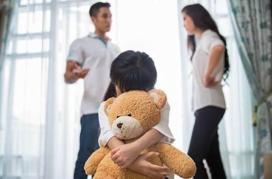 เมื่อพ่อแม่ทะเลาะกันต่อหน้าลูก พ่อแม่ควรรู้ว่าสิ่งที่ลูกจะได้รับ คืออะไร