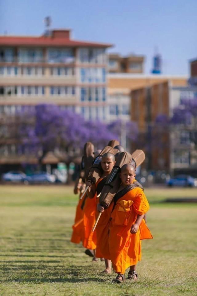 พระสงฆ์-ส.ณ.เดินธรรมยาตรา ประกาศธรรมครั้งแรก ที่ประเทศแอฟริกาวันที่ ๒ ณใจกลางเมืองพริทอเรีย
