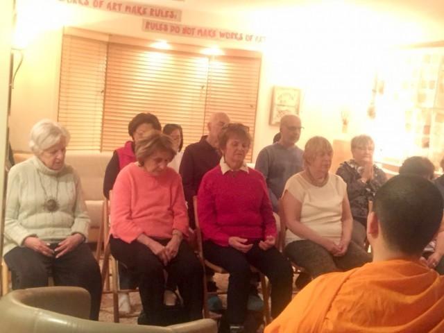 ชาวอเมริกัน!!! นิมนต์พระจากวัดพุทธนิวเจอร์ซี ไปนำสวดมนต์ นั่งสมาธิ ที่บ้าน