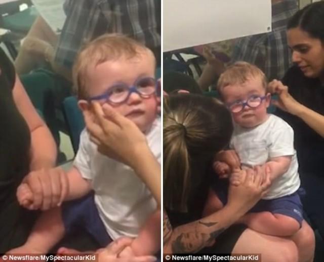 ช่วงเวลาสุดซึ้ง เมื่อหนูน้อยได้สวมแว่นตาพิเศษ และได้มองเห็นหน้าคุณแม่เป็นครั้งแรก…
