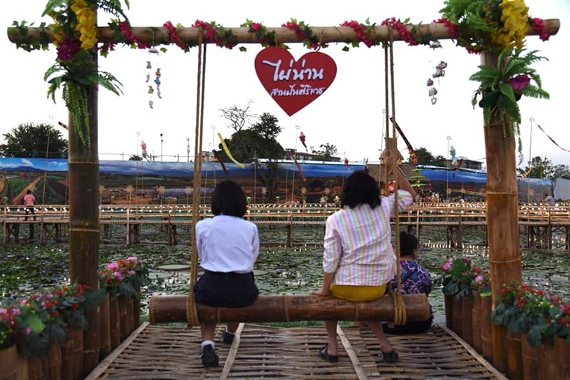 เที่ยวชิลๆ ที่ 'สะพานไม้ทุ่งรังสิต'  ปทุมธานี