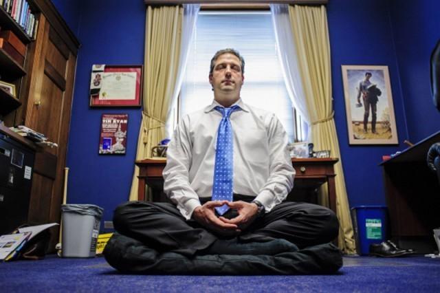 """""""การเจริญสติ""""!!!ช่วยให้สมาชิกสภาผู้แทน...ท่านนี้นิ่งสงบในวอชิงตันดีซีได้อย่างไร???"""