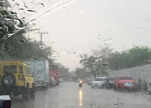 กรมอุตุฯ เผยทั่วไทยมีฝนฟ้าคะนองต่อเนื่อง กทม.ตกร้อยละ 40 ของพื้นที่