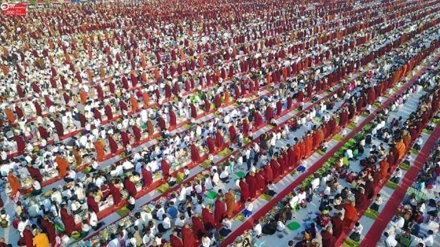 ประมวลภาพปลื้ม ๆ พิธีตักบาตรแด่คณะสงฆ์กว่า20,000รูป ณ เมืองมัณฑะเลย์ ประเทศเมียนมาร์