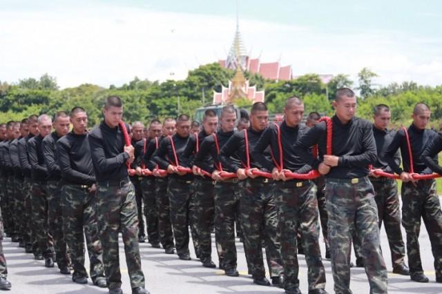 กำลังพลและจนท.กรมสรรพาวุธทหารบก ซ้อมพลฉุดชักราชรถในพระราชพิธีถวายพระเพลิงพระบรมศพ