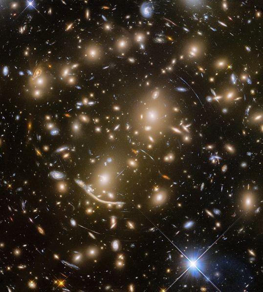 ภาพกระจุกดาราจักร Abell 370 คืออะไร ?