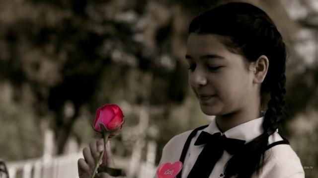 'น้องวีวี่' ลูกสาวคนสวยของ 'ต้อม รชนีกร' ที่เล่นละครก็ได้ ร้องเพลงก็ดี