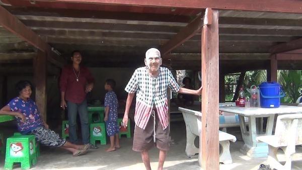 ลูกหลานแห่เยี่ยมคุณทวด อายุยืน 103 ปี เพื่อขอพรเนื่องในโอกาสส่งท้ายปีเก่าต้อนรับปีใหม่