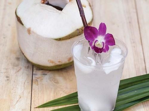 12 ประโยชน์ของการดื่มน้ำมะพร้าวติดต่อกัน 7 วัน