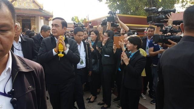 นายกรัฐมนตรี นำครม.ลงพื้นที่เมืองสองแคว กราบสักการะพระพุทธชินราช ขอพรให้บ้านเมือง
