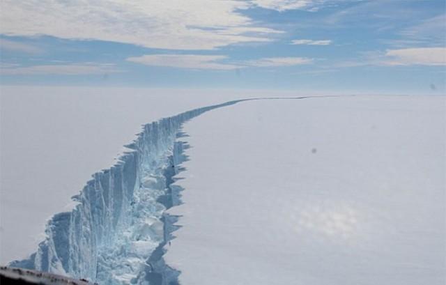 พบภูเขาน้ำแข็งหนักขนาดล้านล้านตัน แยกตัวออกจากทวีปแอนตาร์กติกา