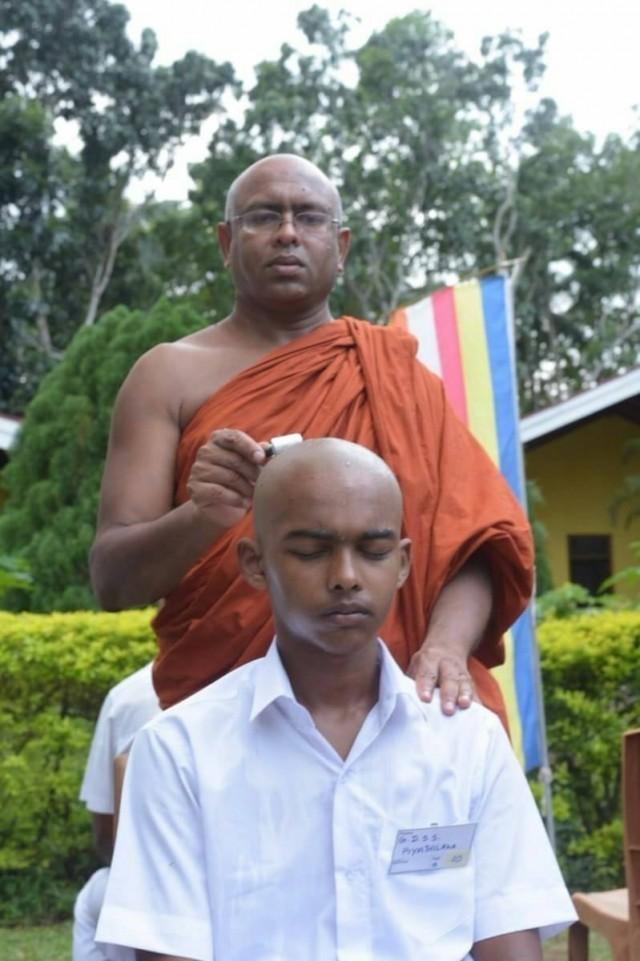 คณะสงฆ์ไทย-ศรีลังการ่วมจัดพิธีบรรพชาหมู่ ณ ศูนย์ปฏิบัติธรรมสวิส-ลังกา ประเทศศรีลังกา