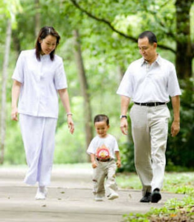 แม่คือผู้ให้ชีวิตแต่แม่ที่เพาะกล้าศีลธรรมในใจให้ลูกคือแม่พระของลูกที่แท้จริง