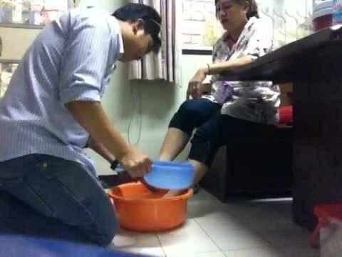 """...เคยล้างเท้าให้คุณแม่มั้ย? ...  """"ข้อสอบสัมภาษณ์เข้าบริษัทญี่ปุ่น"""""""