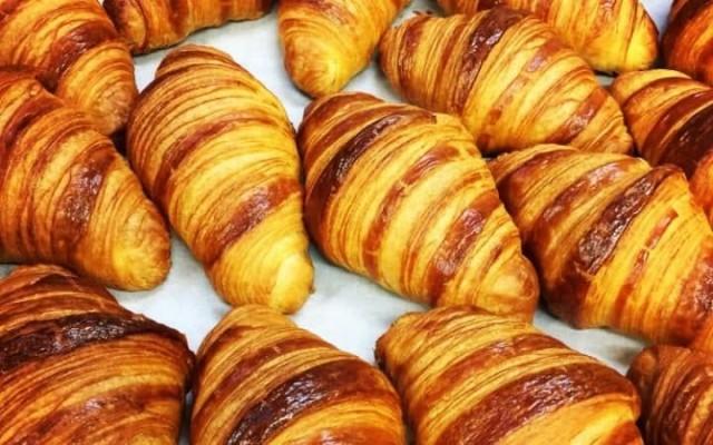ฝรั่งเศส ราคาเนยพุ่งสูงขึ้นกว่าร้อยละ 92 เสี่ยงขาดแคลนเนย หวั่นครัวซองส์แพงขึ้น